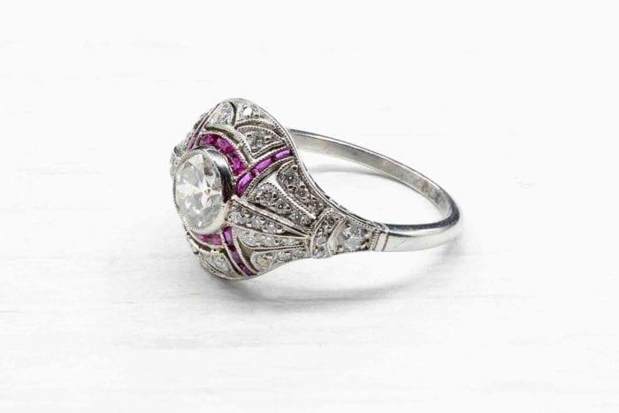 Bague vintage Art Déco diamants et rubis