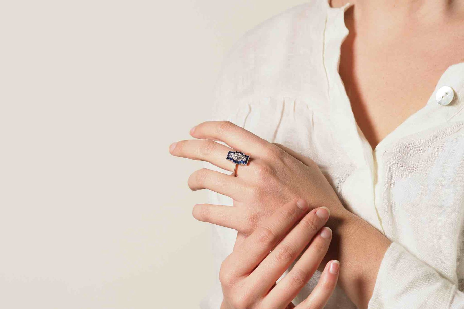 Bague Art Déco saphirs et diamants en platine