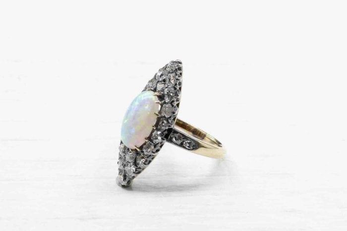 Bague marquise opale diamants or jaune 18k