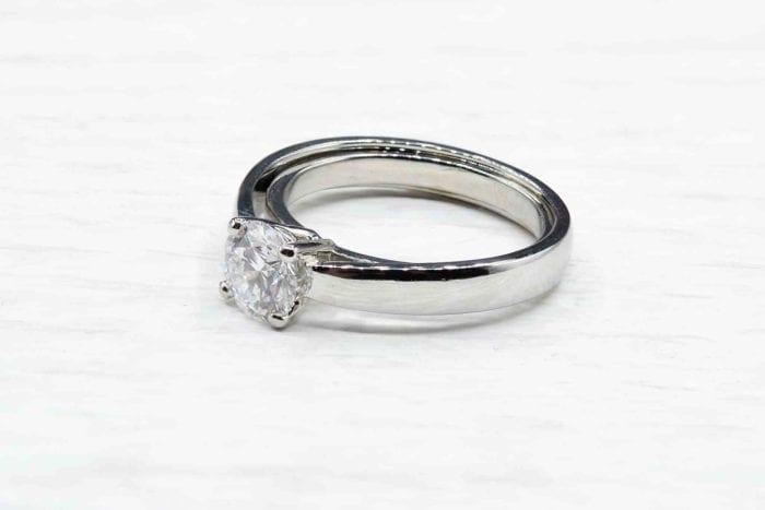 Bague solitaire diamant D/Vs1 en platine