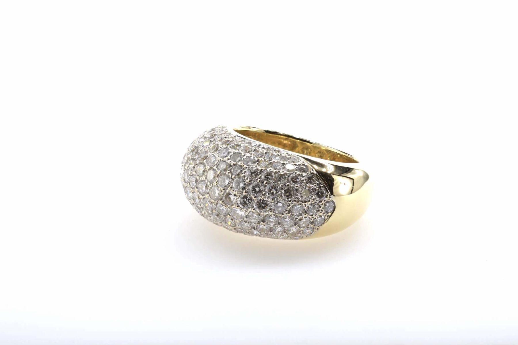 Bague dôme pavée de diamants en or jaune 18k