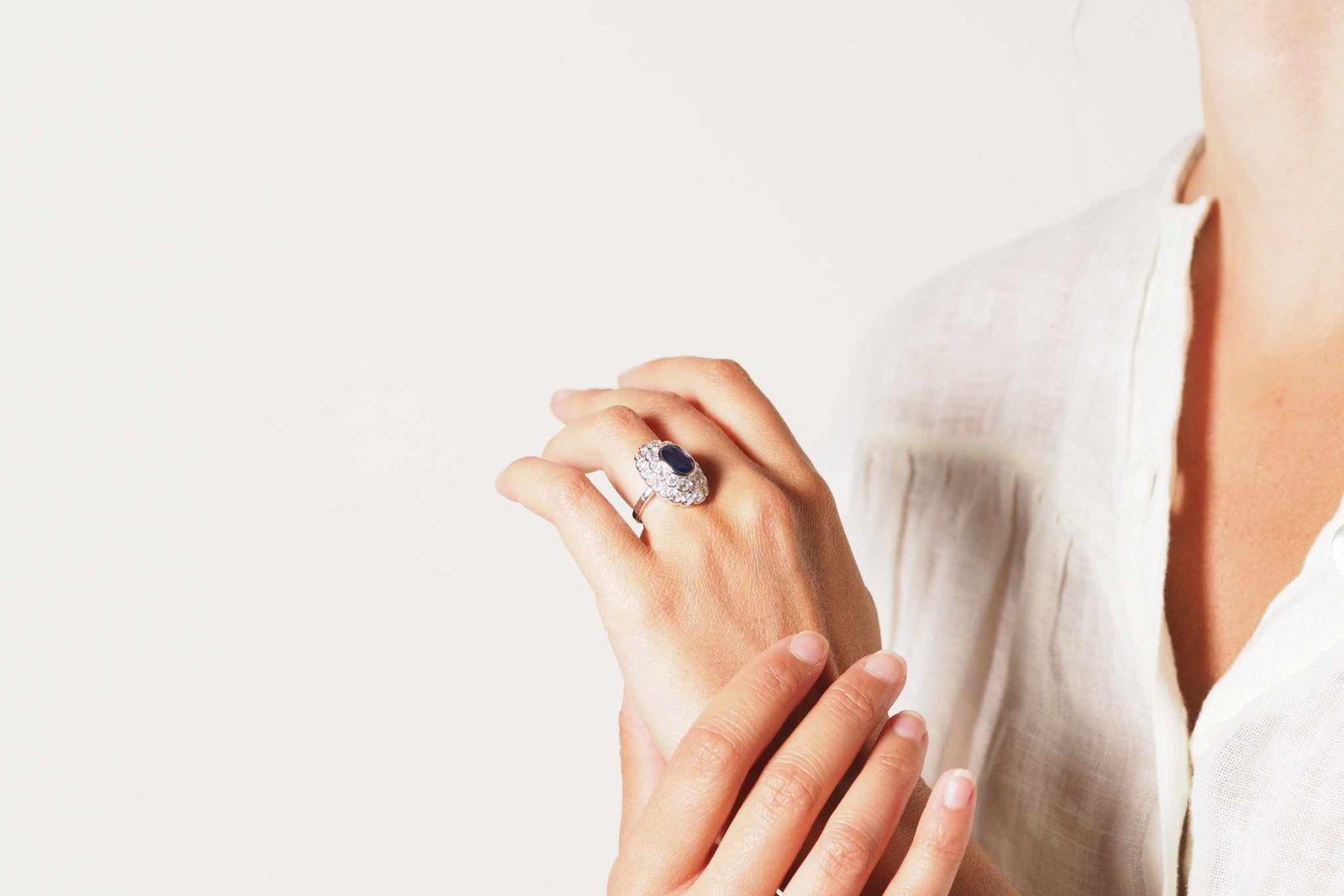Bague saphir et diamants pompadour en or blanc 18k