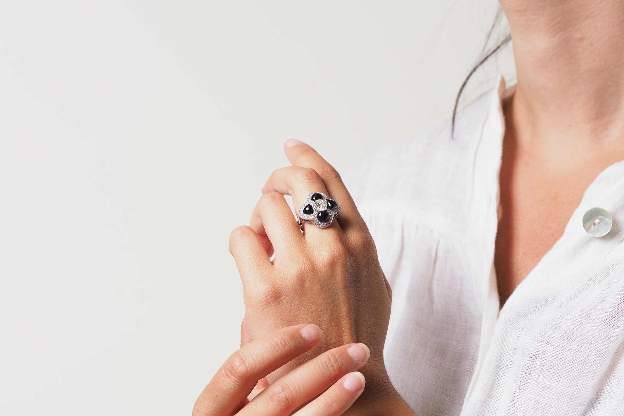 Bague fleur onyx et diamants en platine