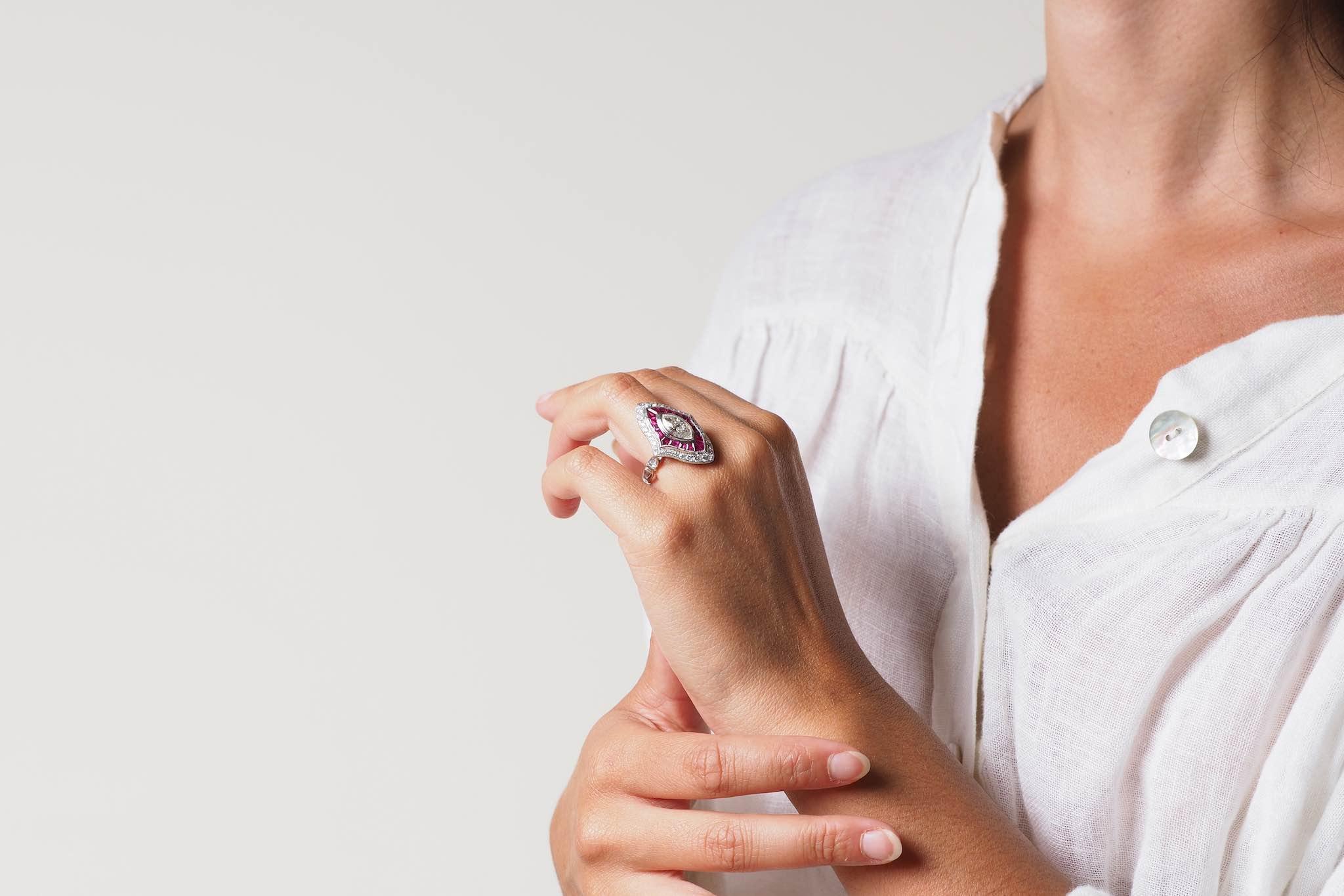 Bague marquise diamant et rubis en or blanc 18k
