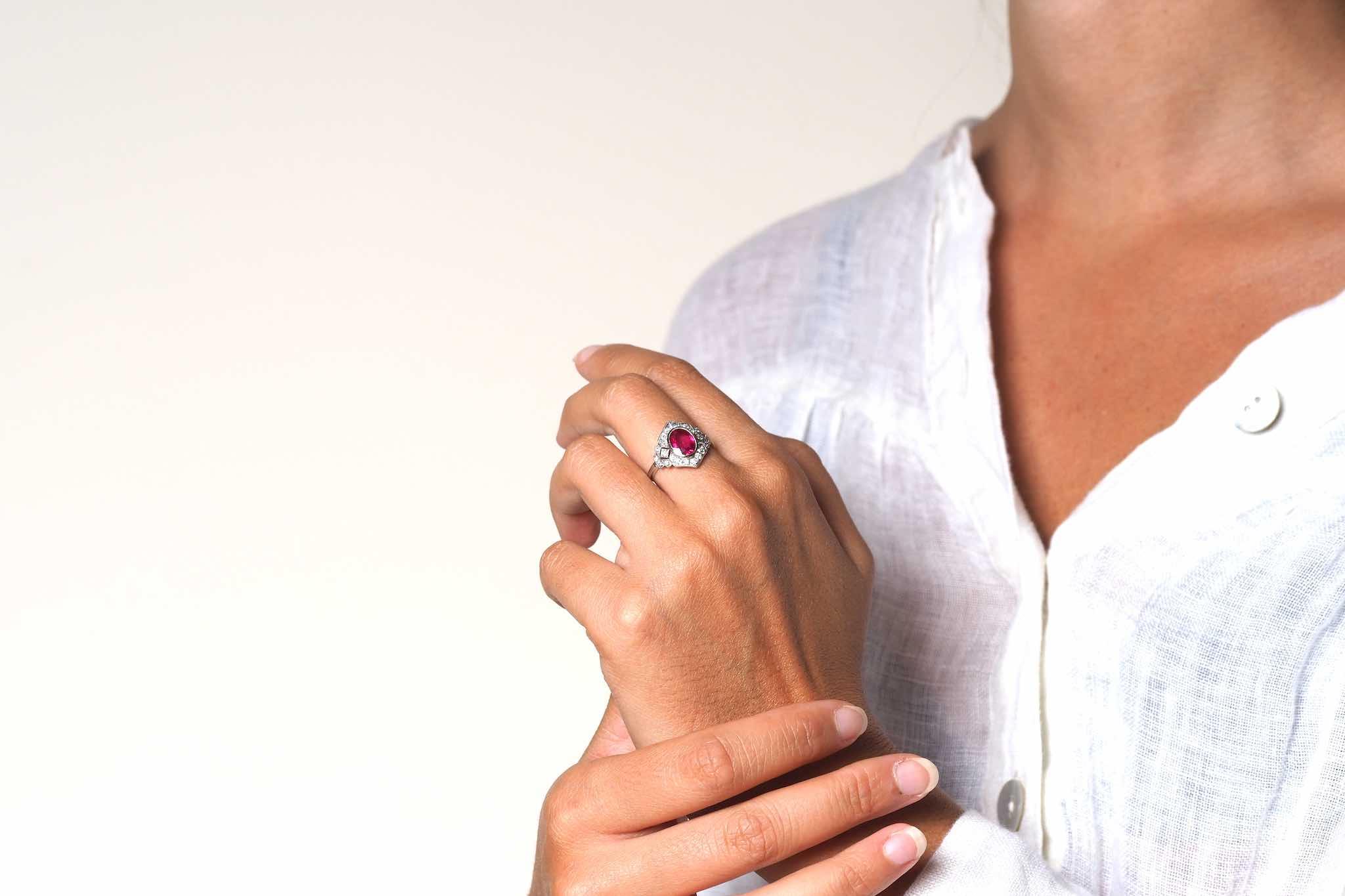 Bague losange Art Déco rubis et diamants