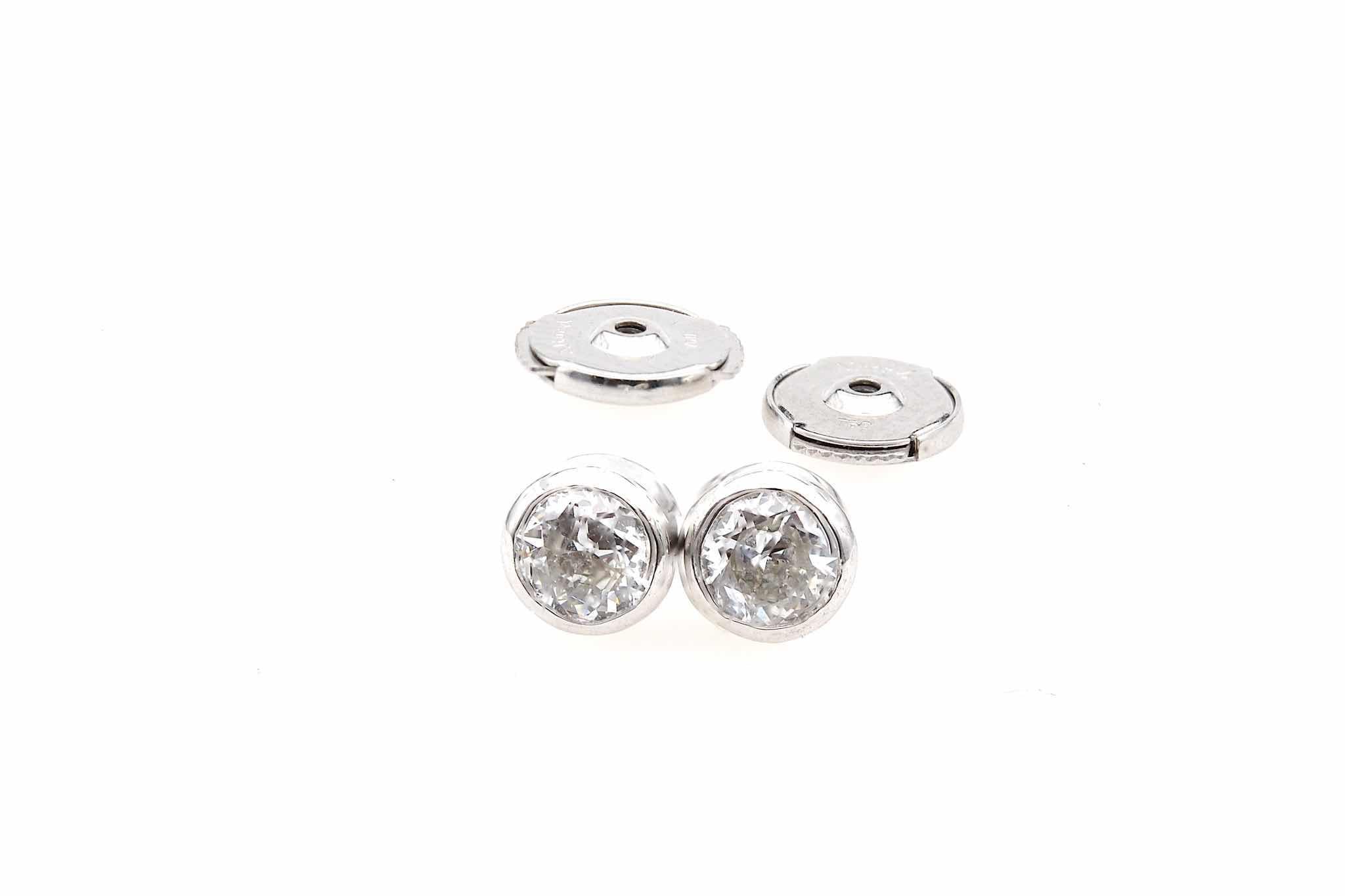 boucles d'oreilles puces diamants sertis clos