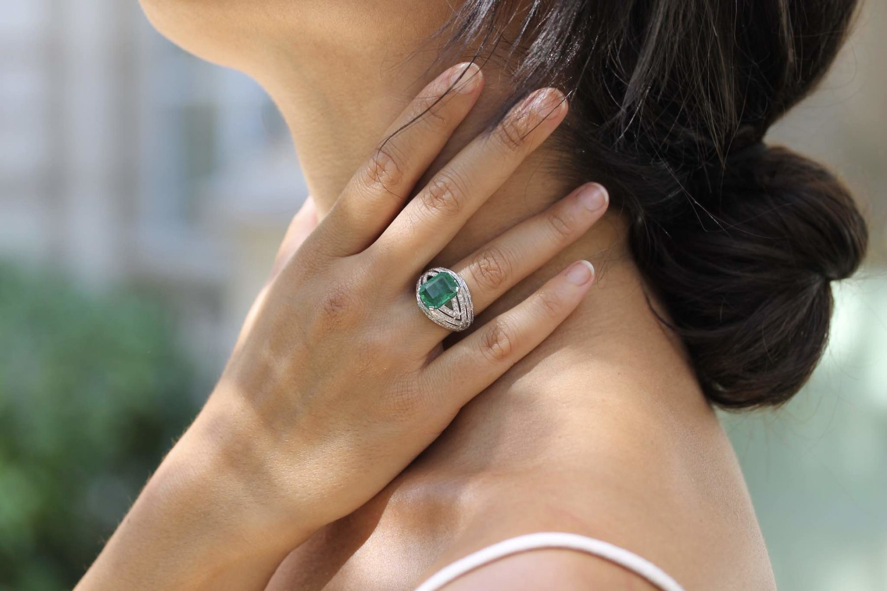 Bague dôme émeraude de 5,31 carats pavée de diamants