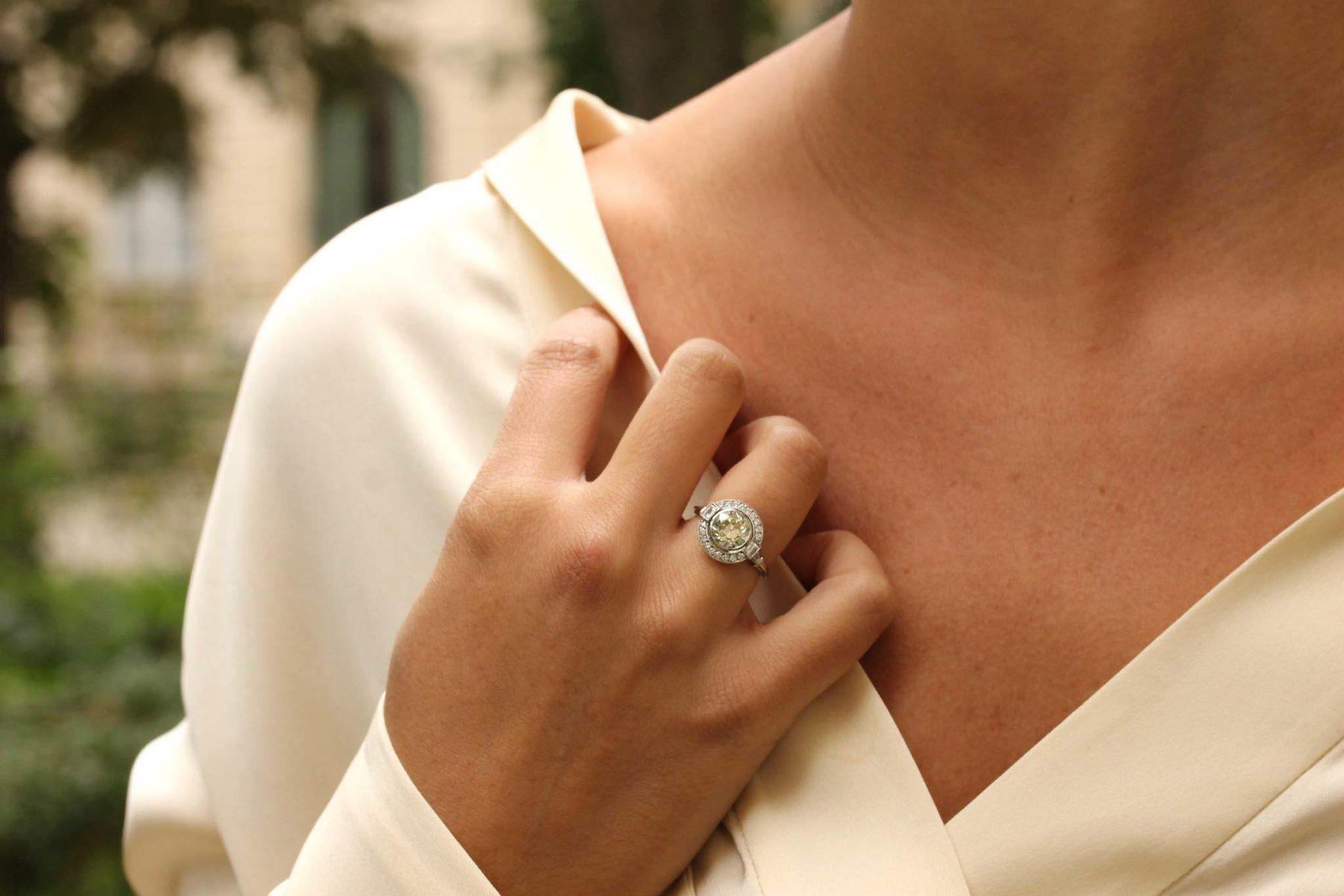 Bague Art Déco diamant champagne en platine