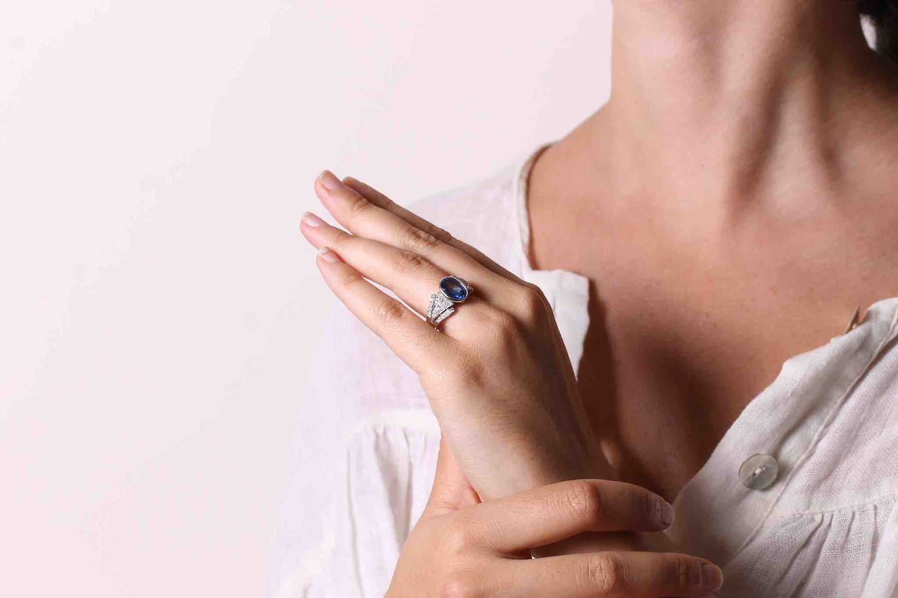 Bague de style vintage saphir diamants en platine