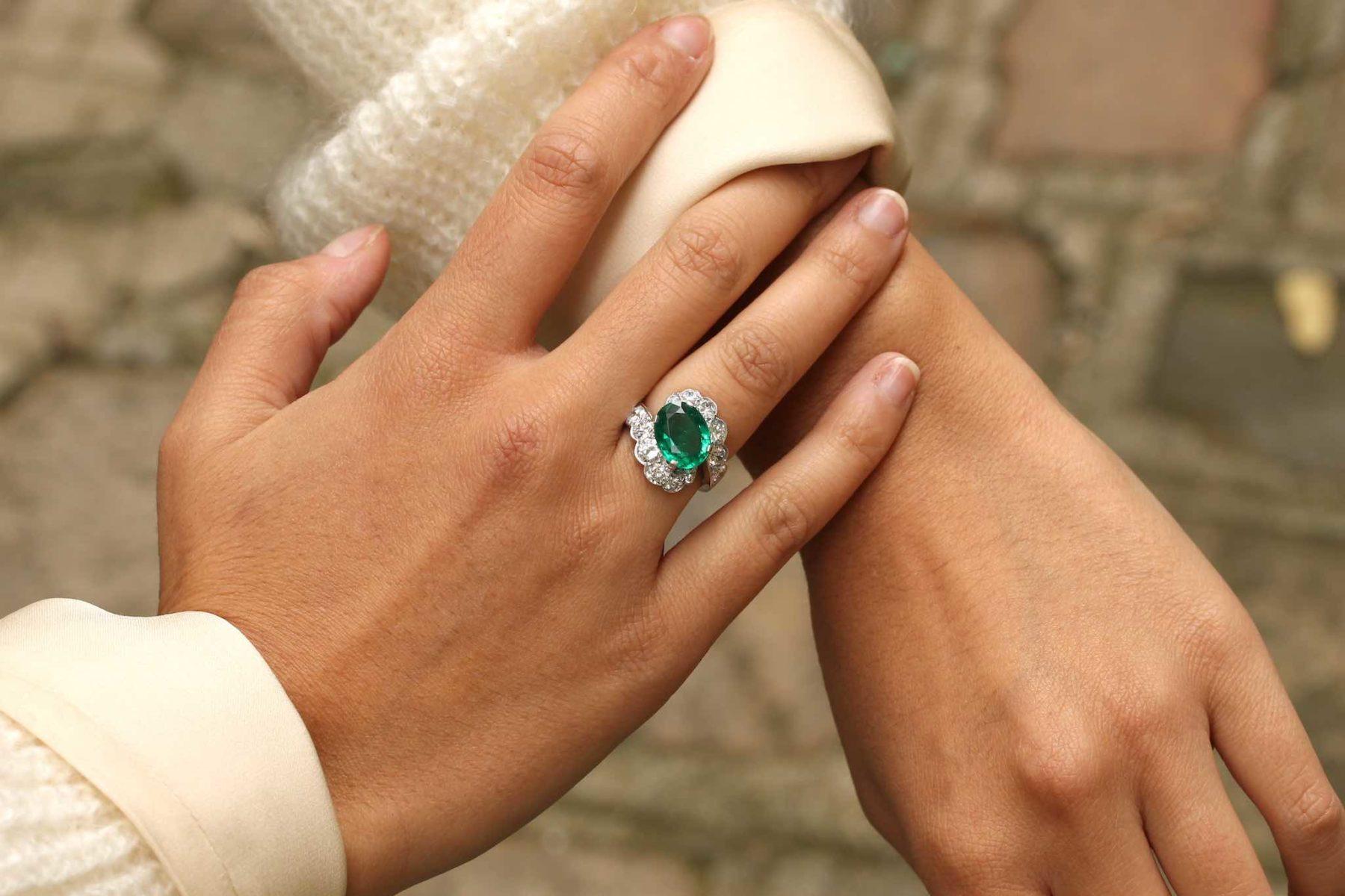 Bague émeraude de Zambie et diamants en platine