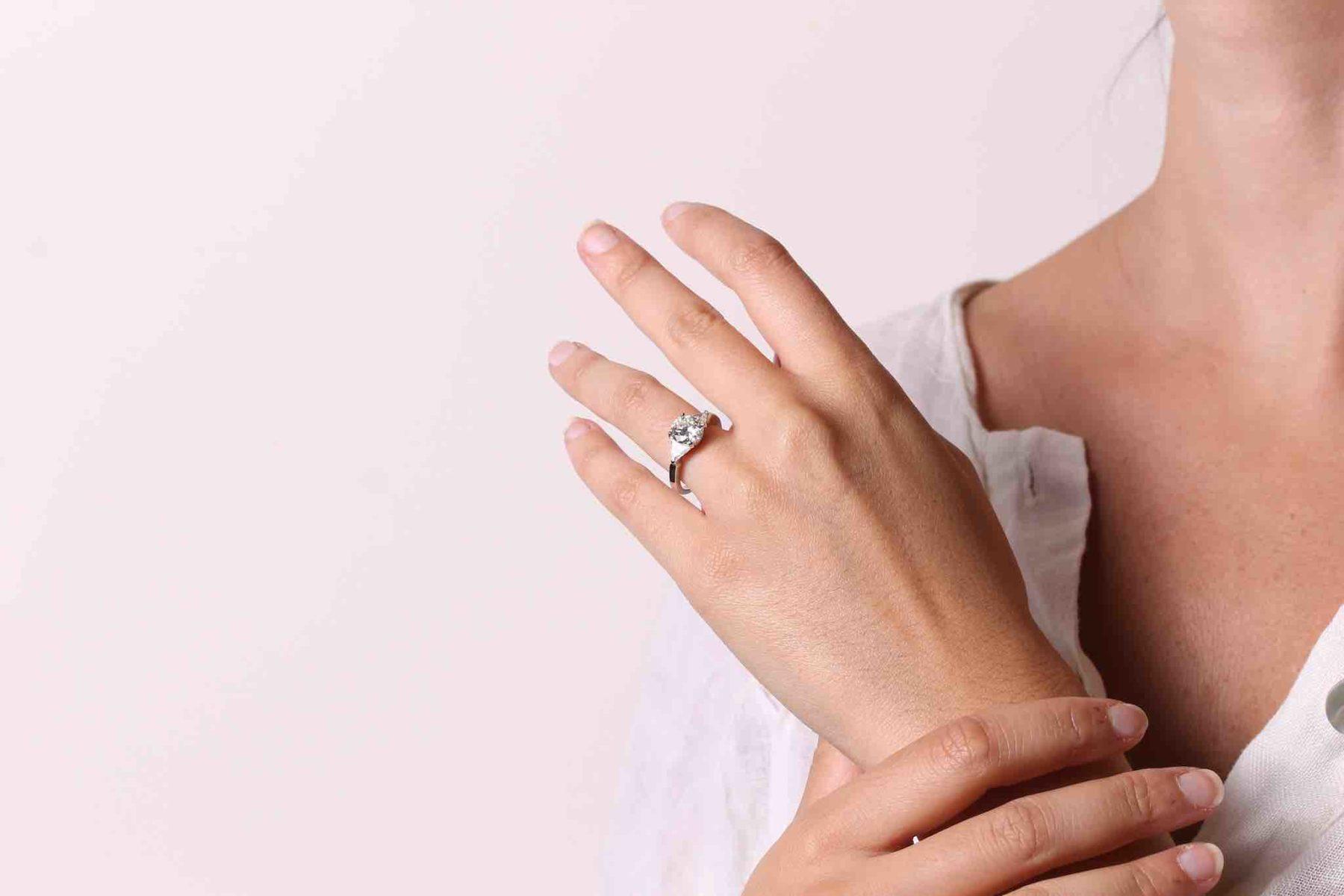 Bague diamant de 1,75 carats et triangles en platine