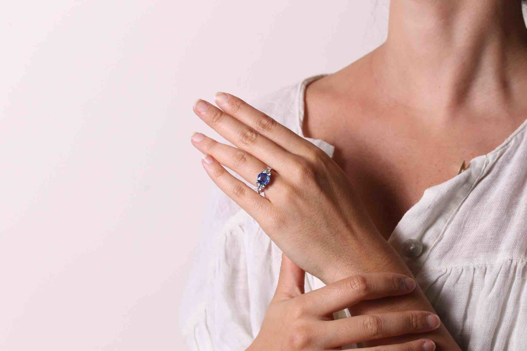 Bague saphir de Ceylan et diamants en platine