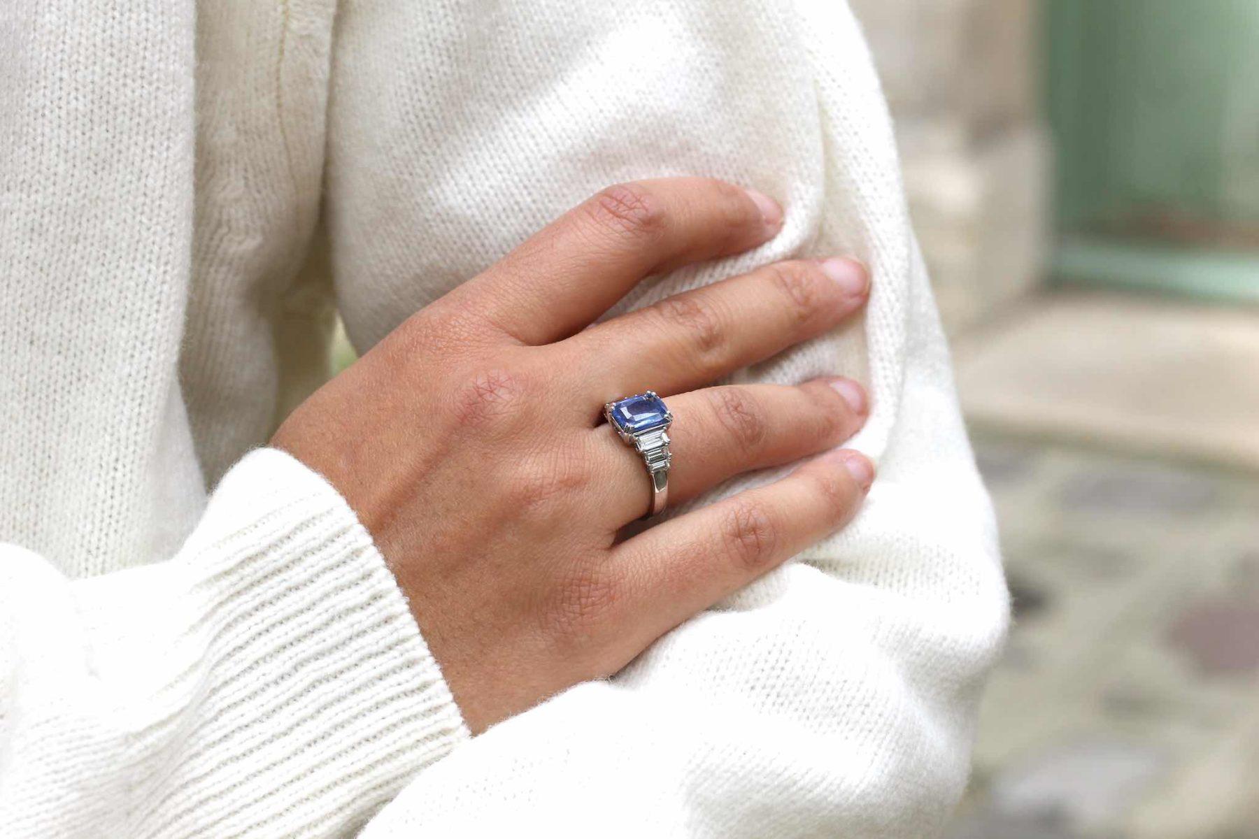Bague saphir de Ceylan et diamants baguettes