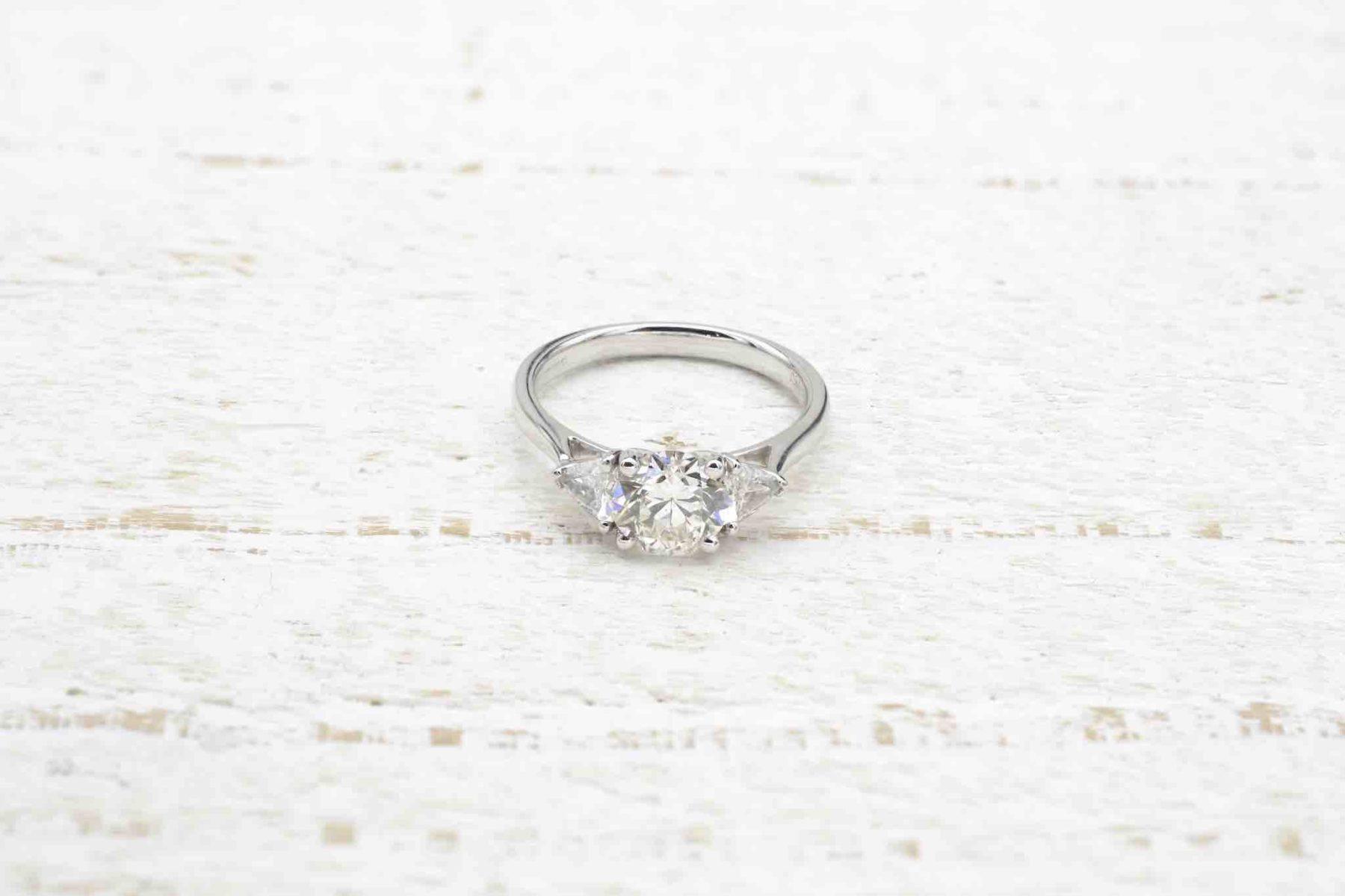Bague diamant de 1,26 carats et triangles