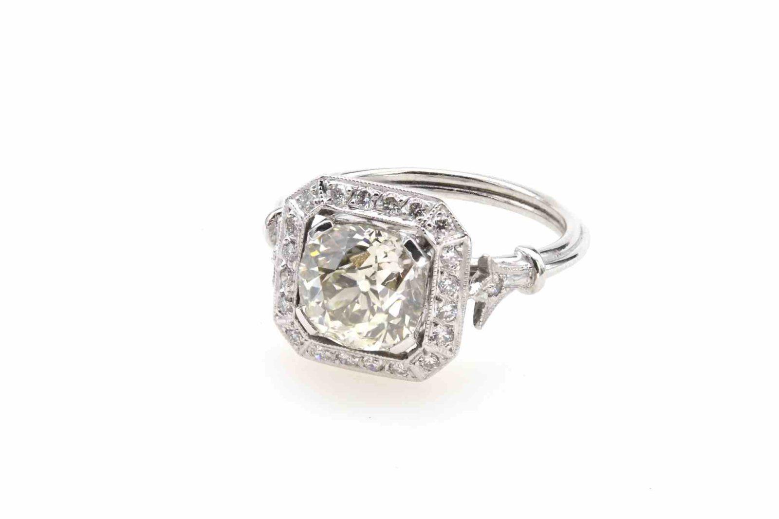 Bague de style Art Déco diamant en platine