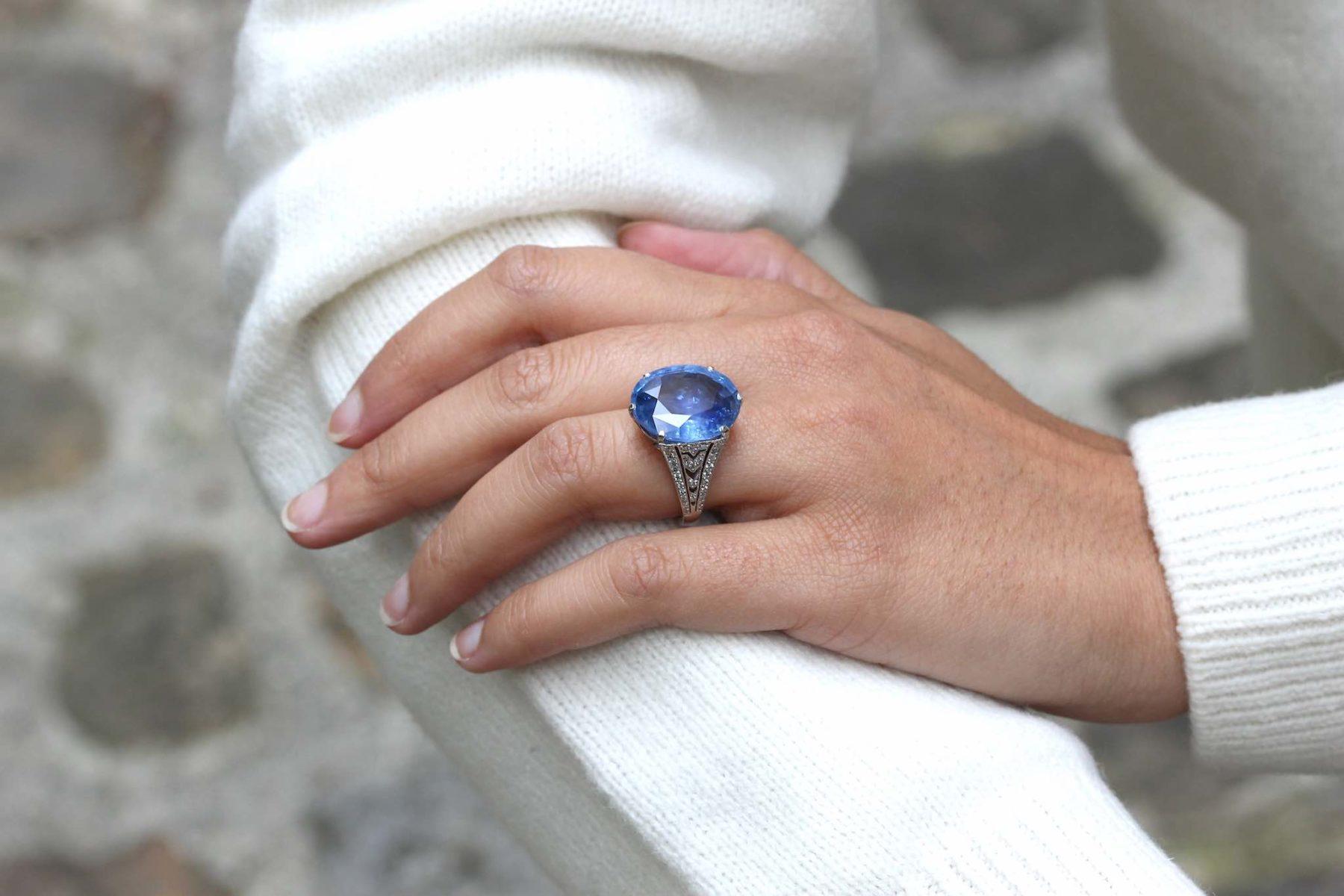 Bague saphir de Ceylan de 18,47 carats en platine