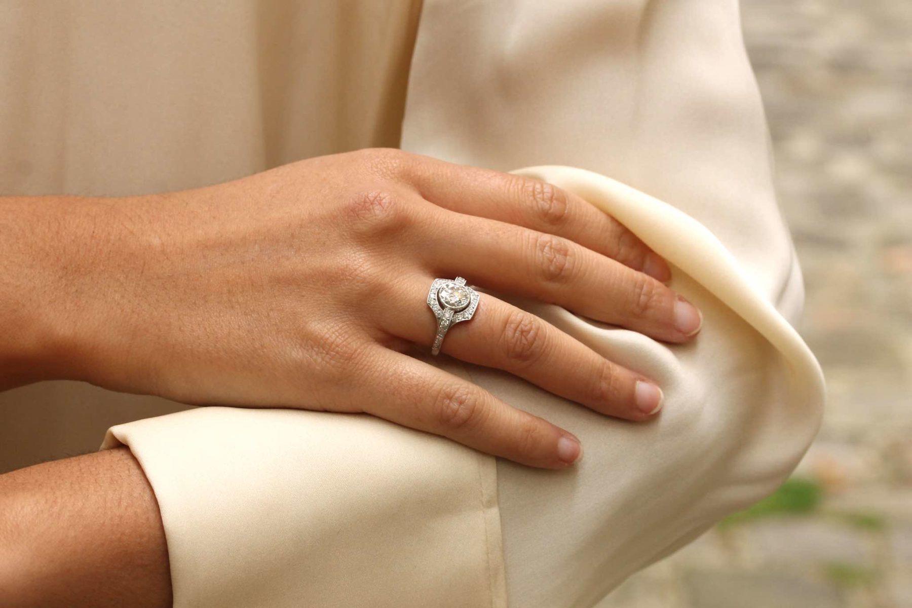 Bague de style Art Déco diamants en platine