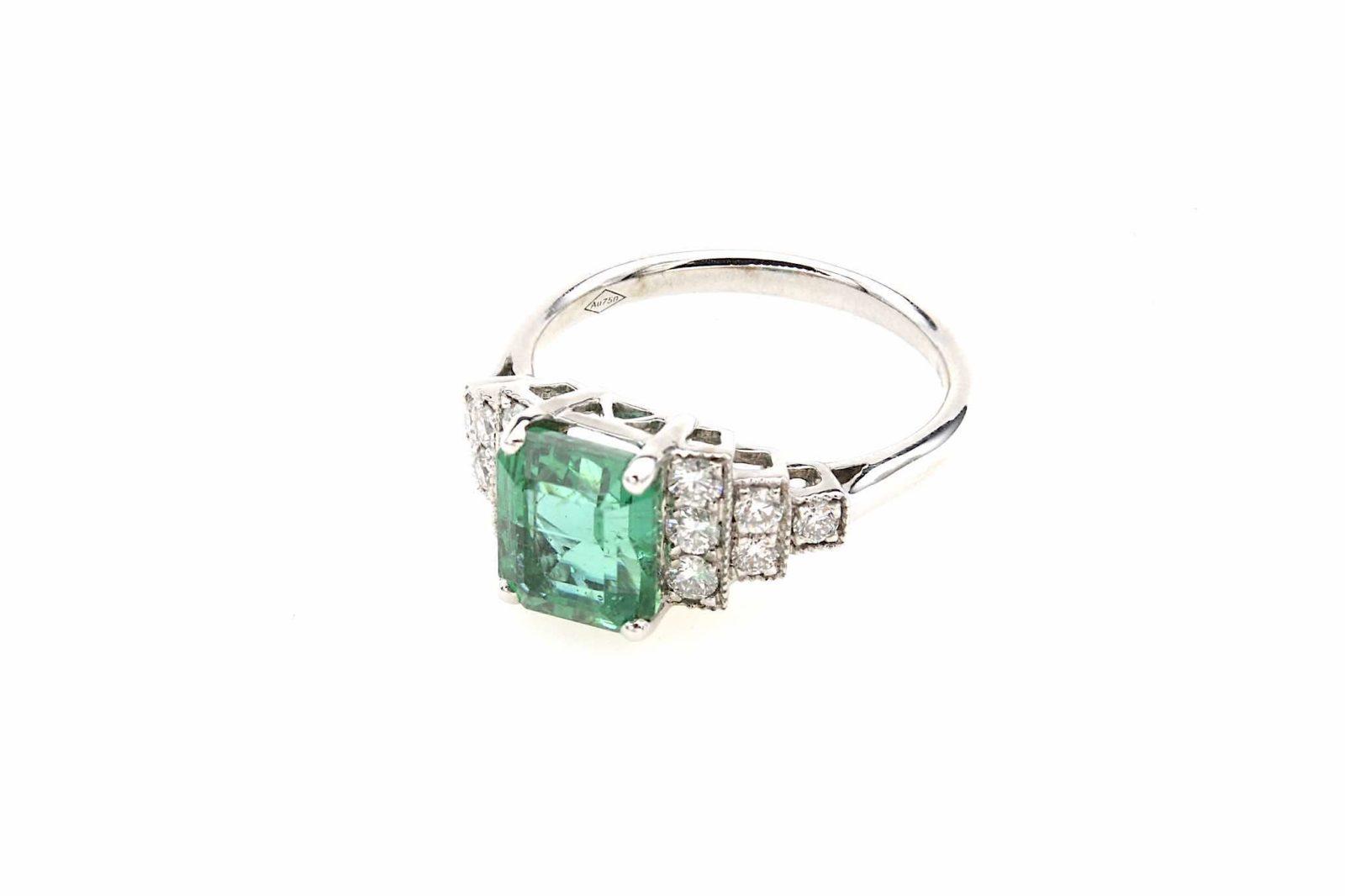 Bague émeraude de style Art Déco diamants