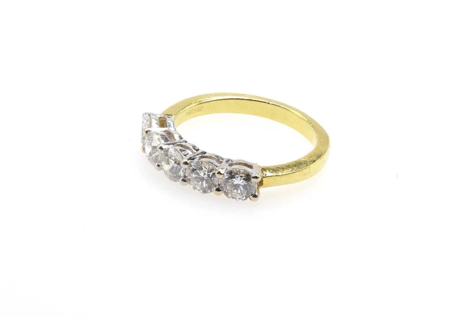 alliance diamants demi-tour en or jaune 18k