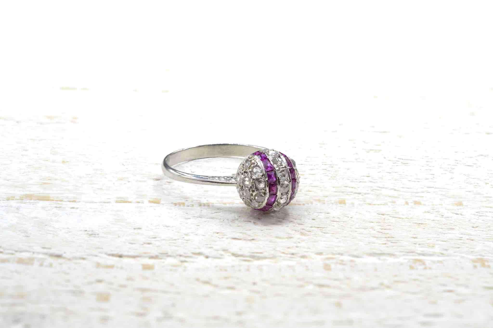 Bague vintage boule diamants et rubis