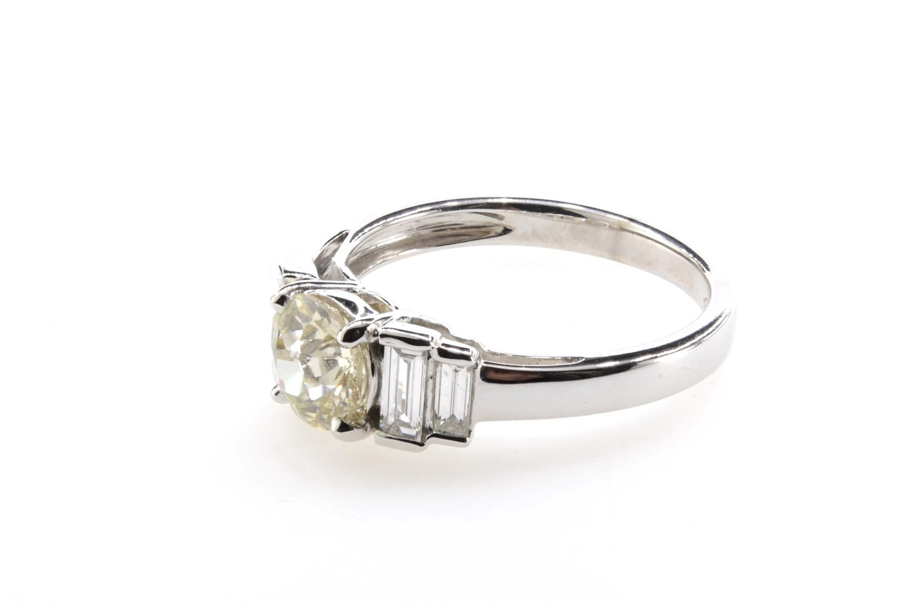 bague solitaire diamants baguettes en or blanc 18k