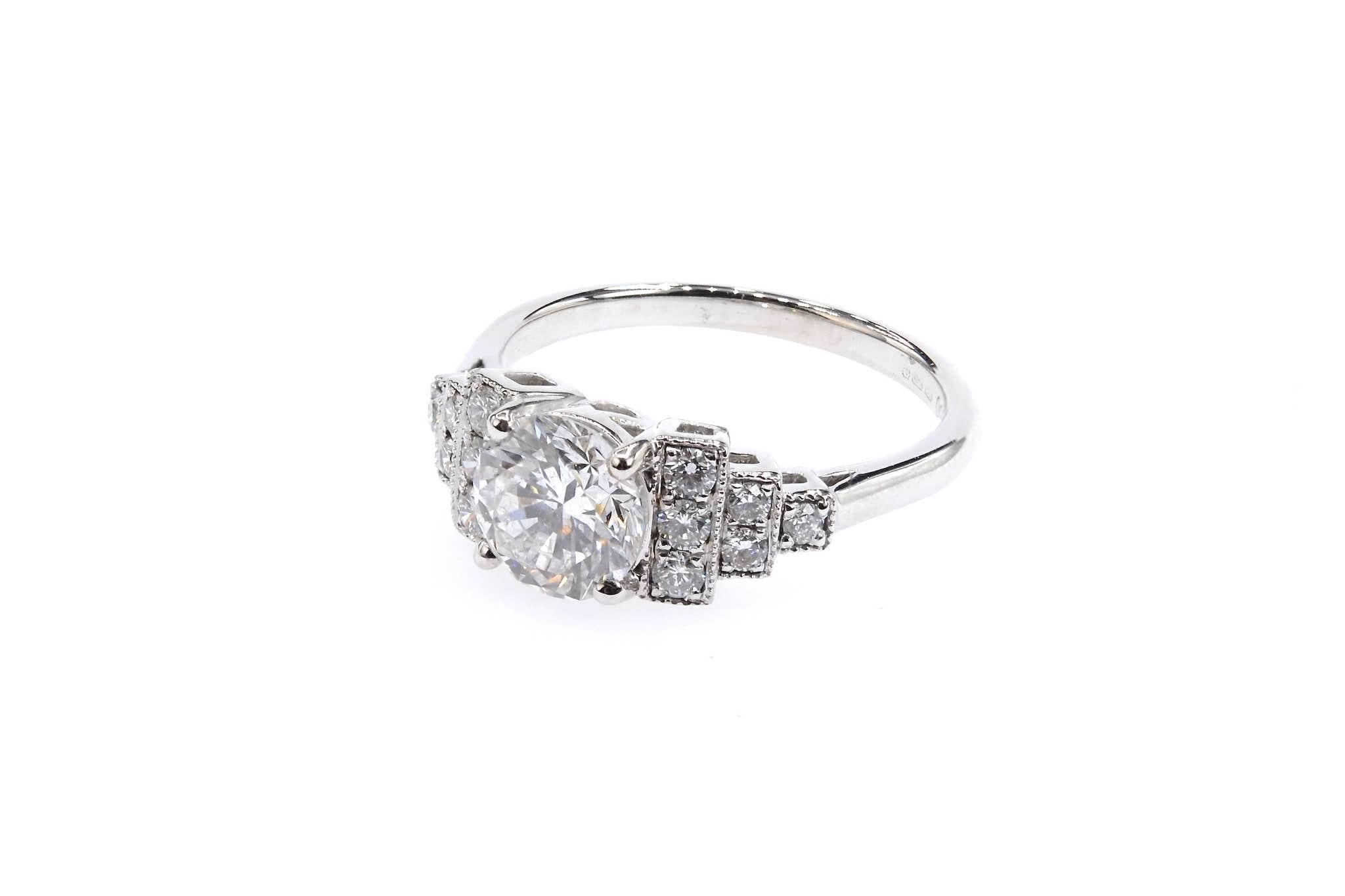 Bague de style Art Déco diamants en or blanc 18k