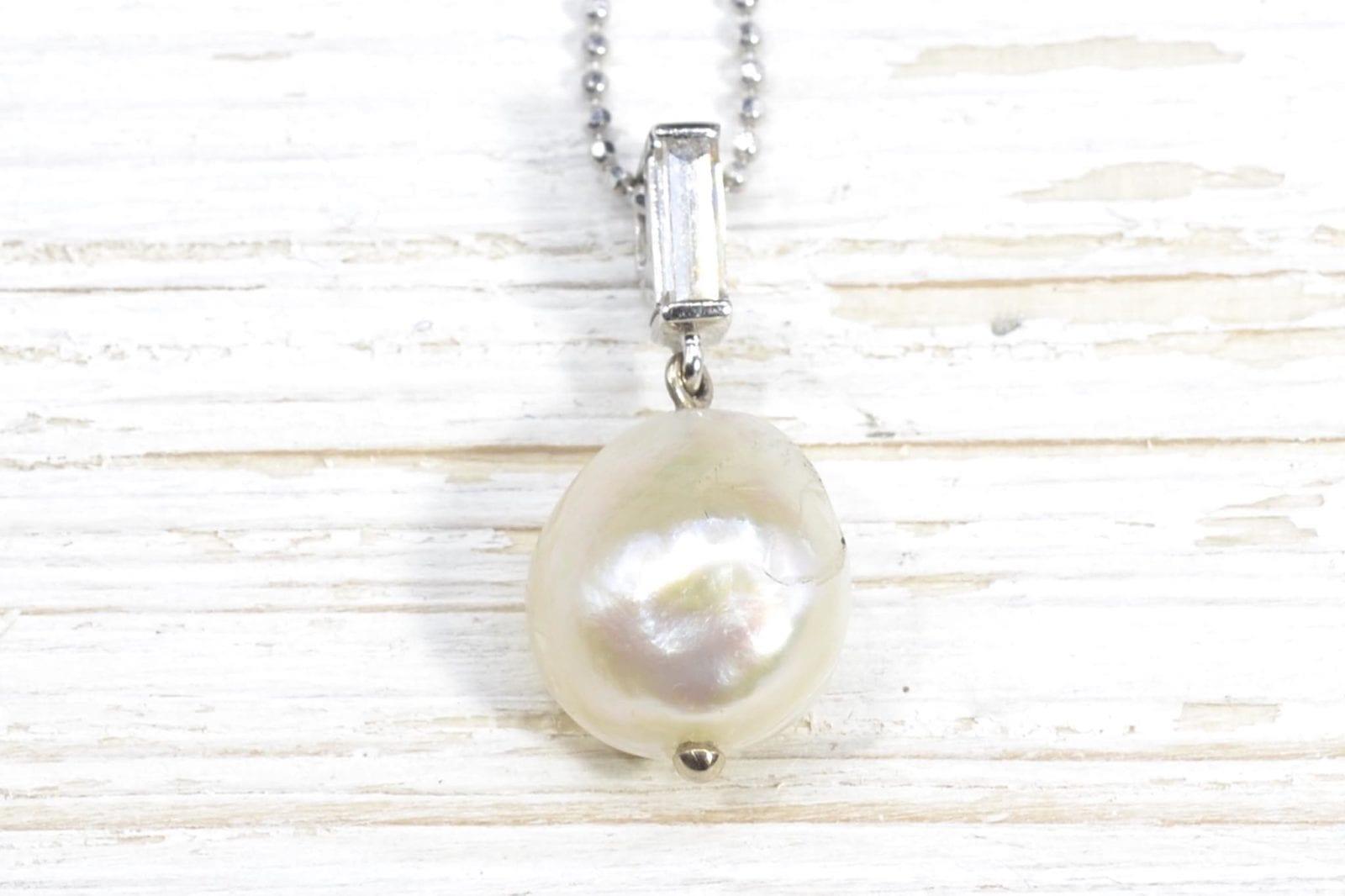 Collier pendentif diamant et perle
