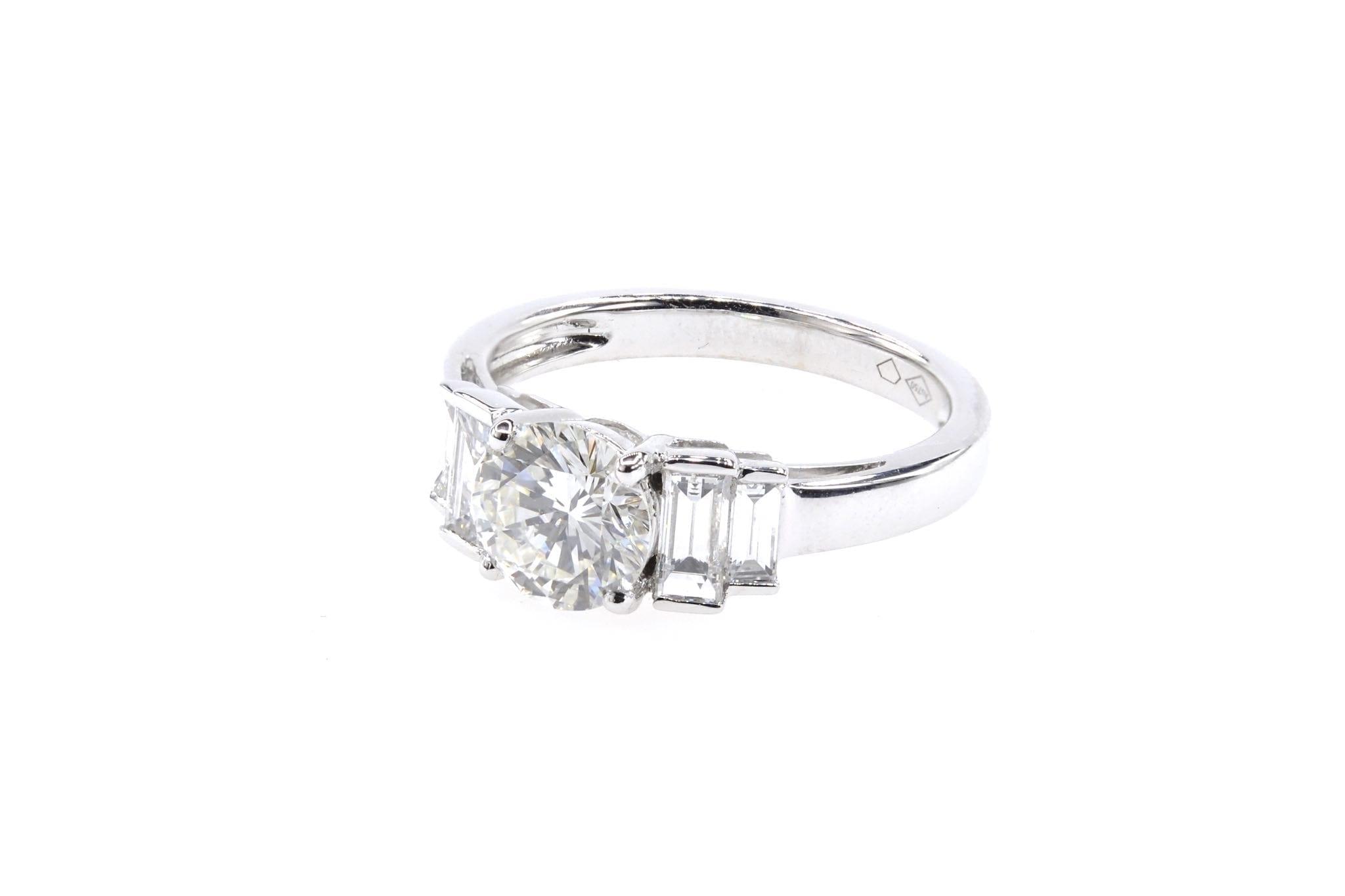 Bague solitaire diamant de 1,16 carat et baguettes