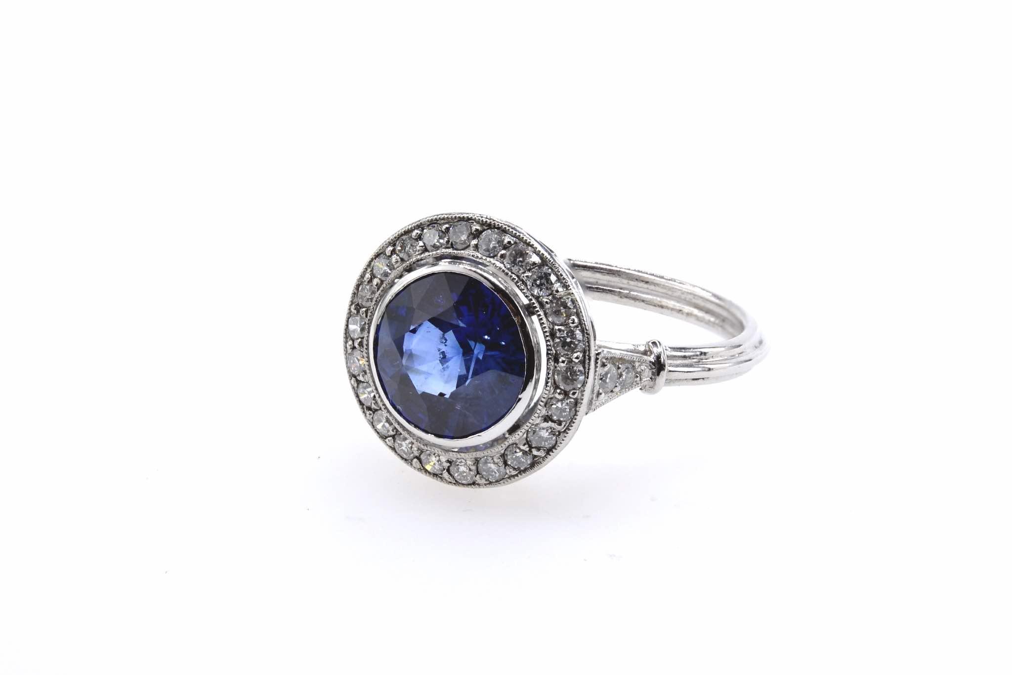 Bague saphir entourage et diamants en platine