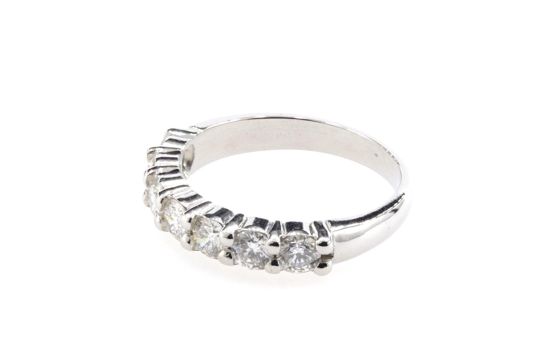 alliance diamants en or blanc