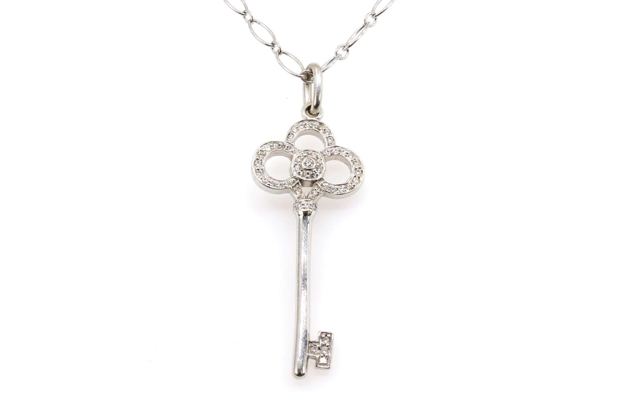 collier clé en or blanc 18k