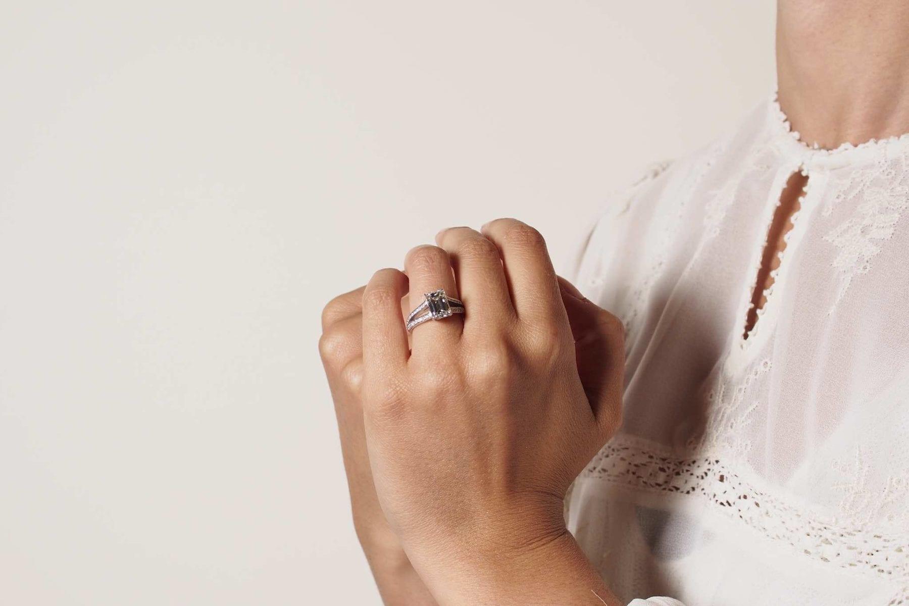 Bague diamant de taille émeraude en or blanc