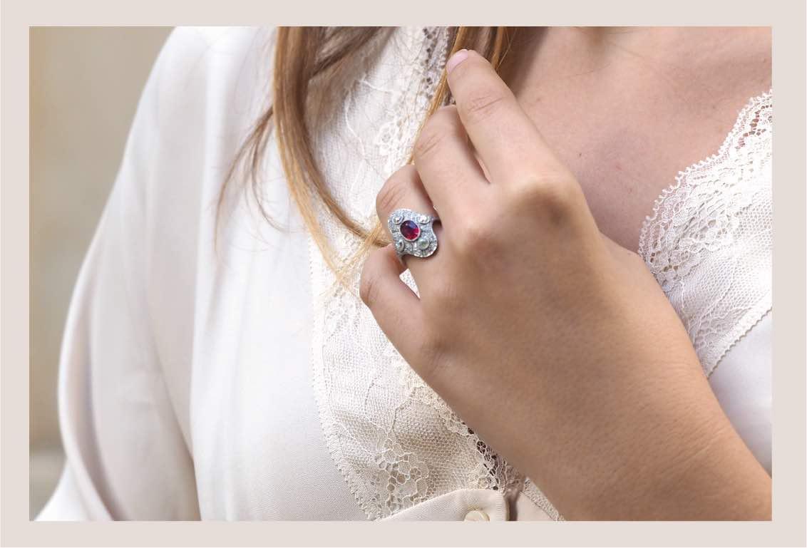 bagues de fiançailles en or 18k et pierres précieuses