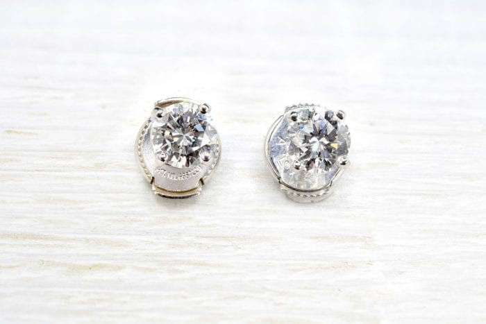 Puces d'oreilles diamants en or blanc