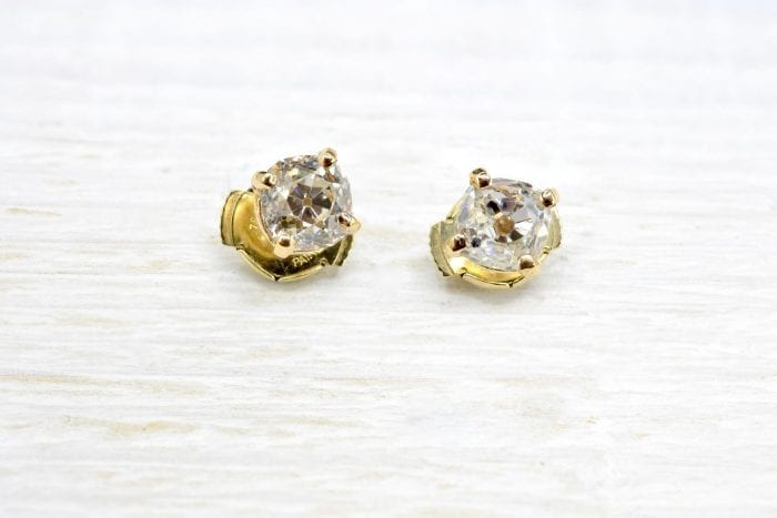 Boucles d'oreilles puces diamants en or jaune 18k