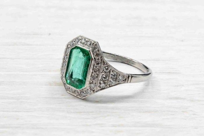 Bague vintage émeraude et diamants en platine