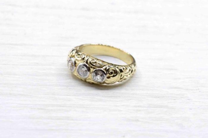 Bague trois diamants en or jaune 18k