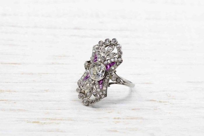 Bague ancienne Art Déco diamants et rubis en platine