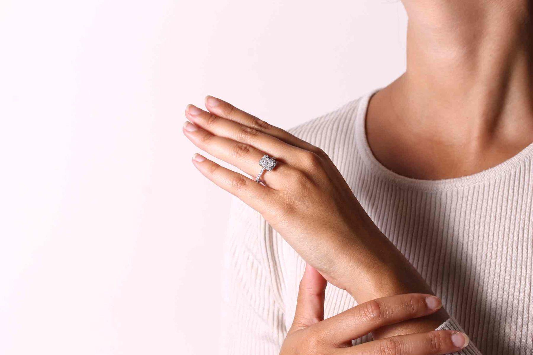Bague pompadour saphir et diamants en platine