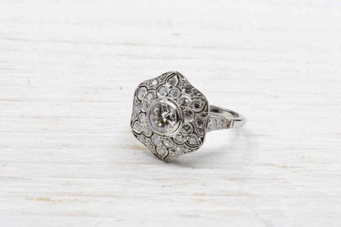 Bague vintage fleur diamants sur platine