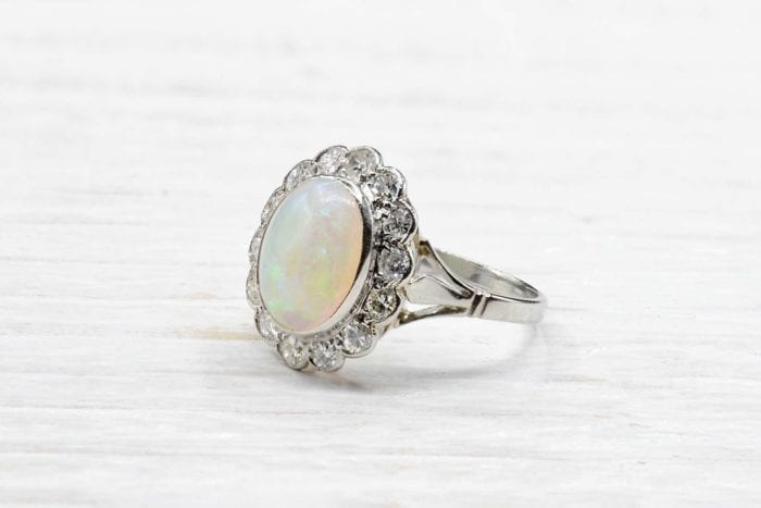 Bague opale et diamants en platine