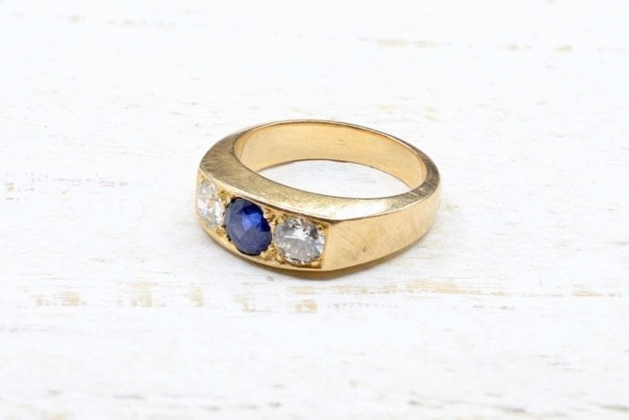 Bague trilogie saphir et diamants en or jaune 18k