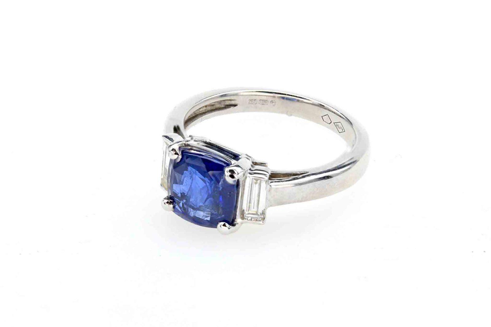 Bague saphir Royal blue diamants