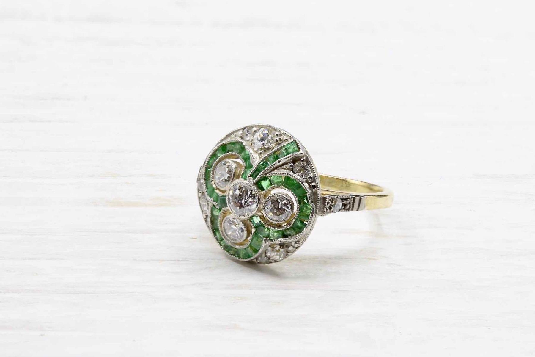 bague emeraude diamants vintage