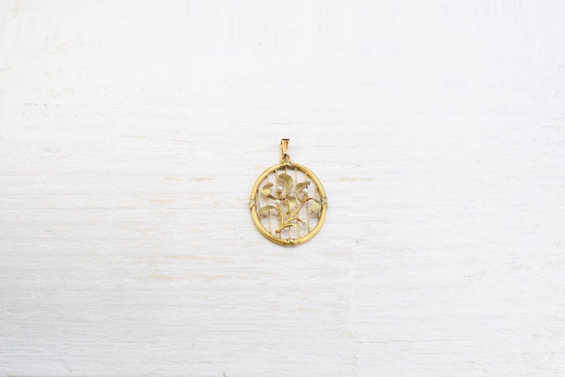 pendentif Art Nouveau en or jaune 18k