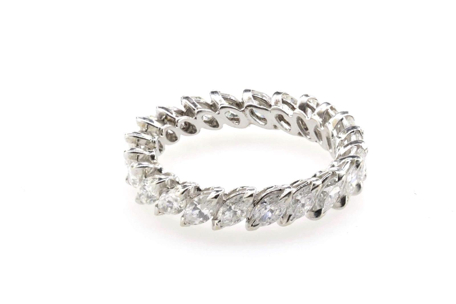 alliance diamants navette en or blanc 18k
