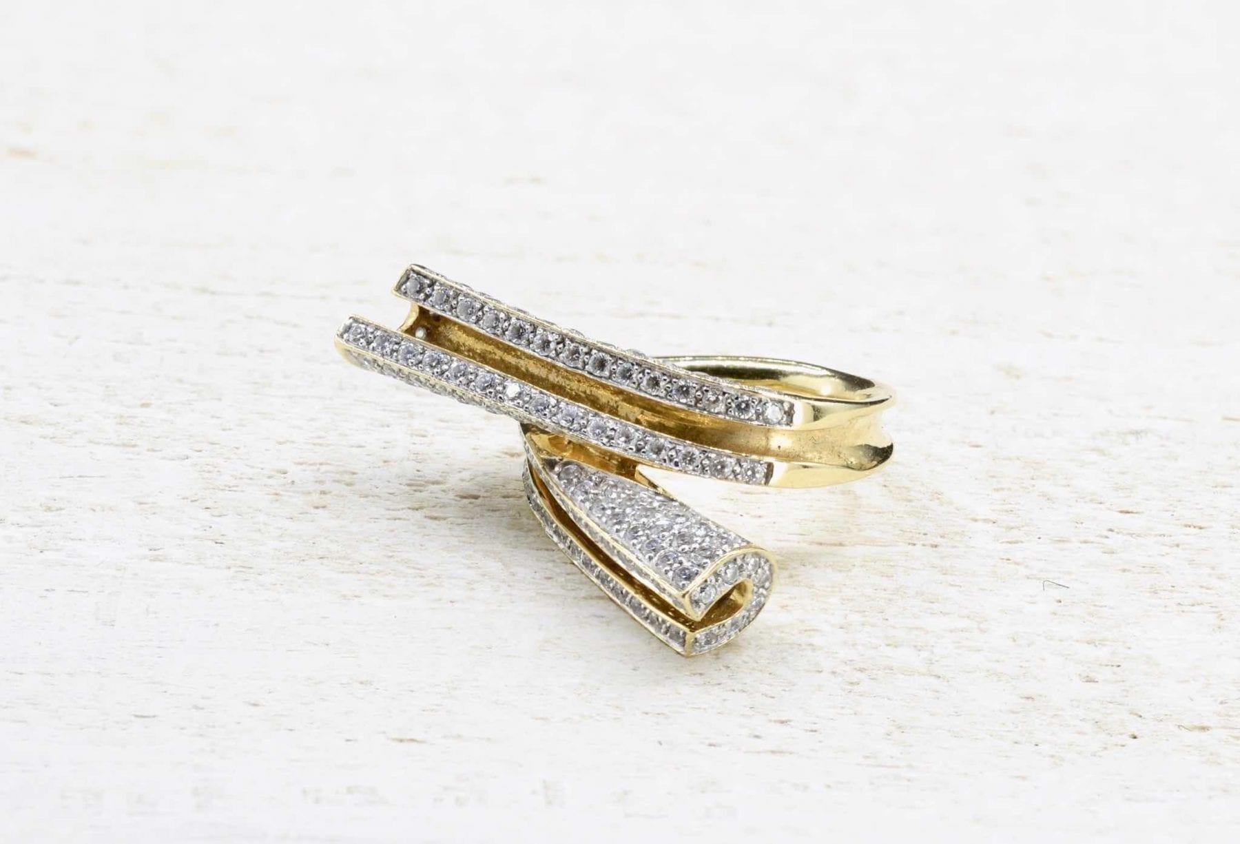 Bague or sertie de diamants