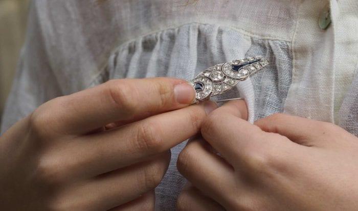 Broche art-déco saphir et diamants