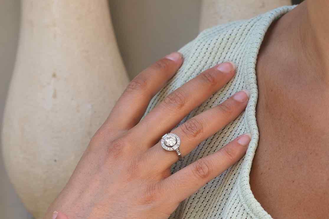 bague de fiançailles diamant central