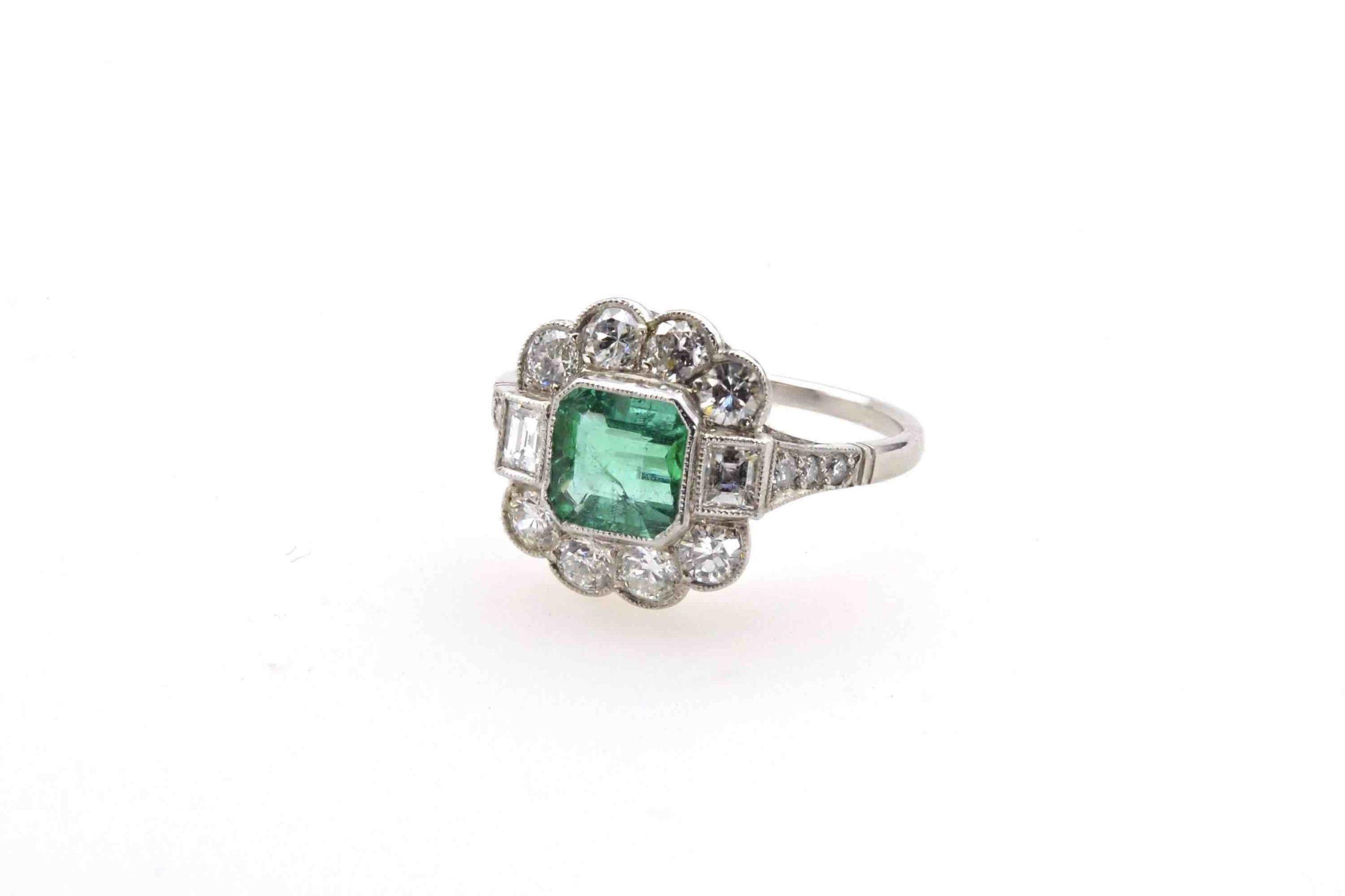 bague émeraude et diamants vintage
